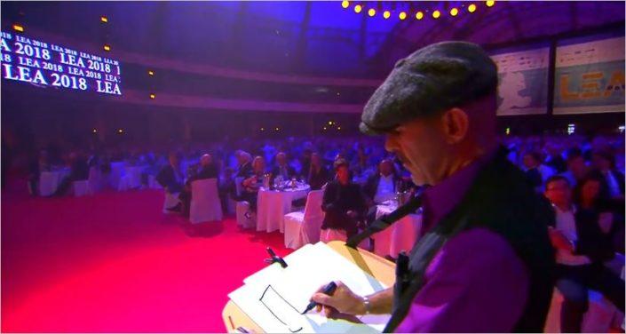 schnellzeichner und karikaturist filippo auf der LEA preisverleihung in der festhalle frankfurt
