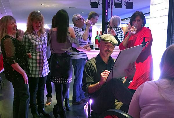 Schnellzeichner und Karikaturist Filippo für Event und Messe, in Trier, Heilbronn, Stuttgart, Würzburg und Deutschlandweit.
